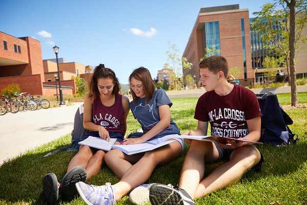 2018 UWL Fall Students Outside 0060