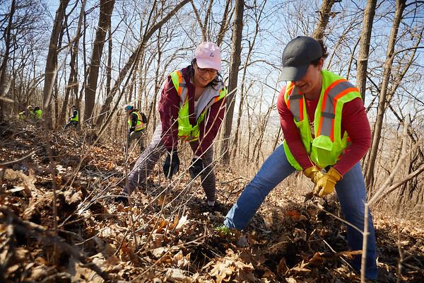2019 UWL Faye Ellis Ashley Lardy Bluff Clean Up 0062