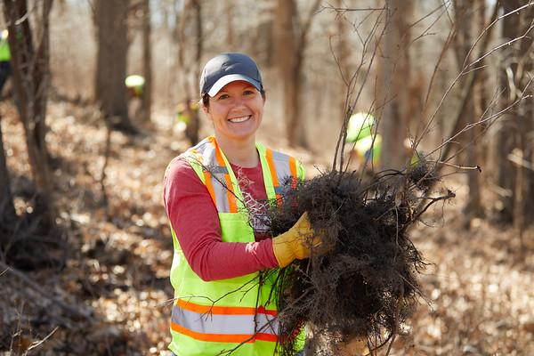 2019 UWL Faye Ellis Ashley Lardy Bluff Clean Up 0003