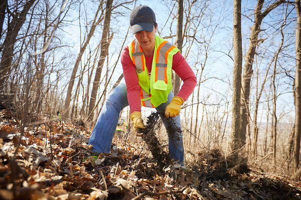 2019 UWL Faye Ellis Ashley Lardy Bluff Clean Up 0044