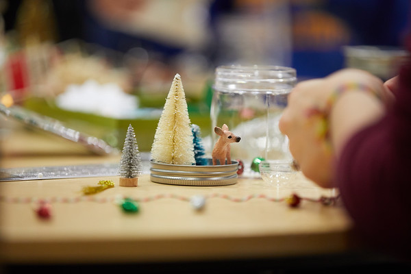 2018 UWL Fall Holiday Crafts It Makes Cents 0038