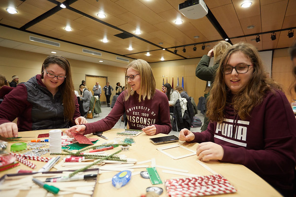 2018 UWL Fall Holiday Crafts It Makes Cents 0025