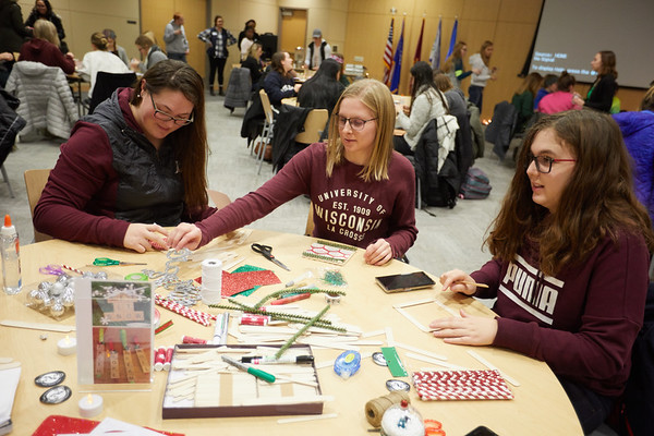 2018 UWL Fall Holiday Crafts It Makes Cents 0018