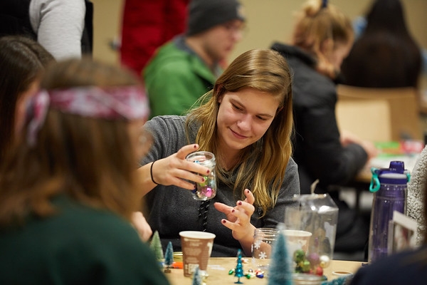 2018 UWL Fall Holiday Crafts It Makes Cents 0058