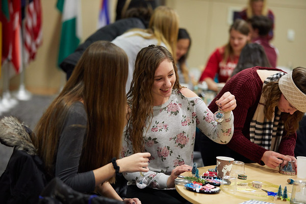 2018 UWL Fall Holiday Crafts It Makes Cents 0103