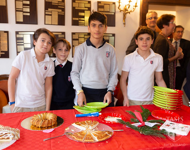 Middle School serve Holiday brunch to the staff and personale.