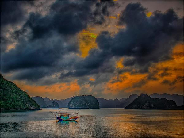 ha long bay vietnam-Anastasia Tompkins PSA Score 9