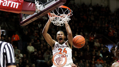 Kerry Blackshear Jr. dunks the ball in the second half. (Mark Umansky/TheKeyPlay.com)
