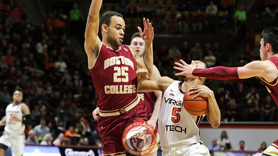 Justin Robinson gets fouled across the face while driving to the basket in the first half. (Mark Umansky/TheKeyPlay.com)