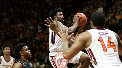 Isaiah Wilkins rises up towards the hoop for a layup in the first half. (Mark Umansky/TheKeyPlay.com)