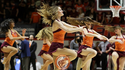 The High Techs perform for the crowd during a second half timeout. (Mark Umansky/TheKeyPlay.com)