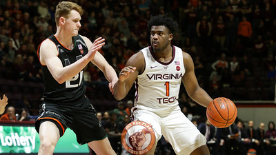 Isaiah Wilkins dribbles the ball while looking for an open pass. (Mark Umansky/TheKeyPlay.com)