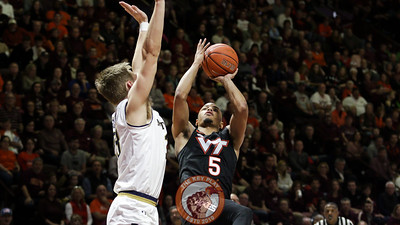 Justin Robinson attempts a floater in the second half. (Mark Umansky/TheKeyPlay.com)