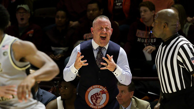Head coach Buzz Williams reacts to a foul call in the first half. (Mark Umansky/TheKeyPlay.com)