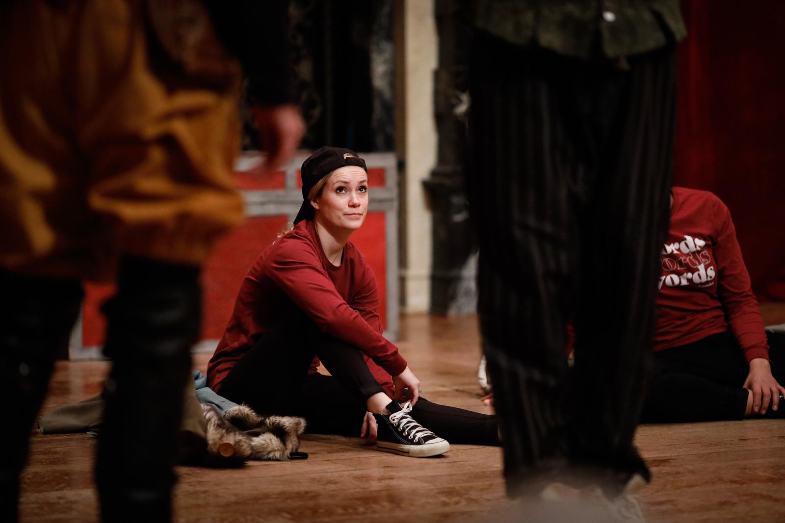Lauren Ballard as a Tragedian in ROSENCRANTZ AND GUILDENSTERN ARE DEAD.  Photo by Lindsey Walters.