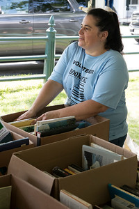 05-Volunteer_Melanie_Feddersen_chats_with_a_shopper_while_organizing_books