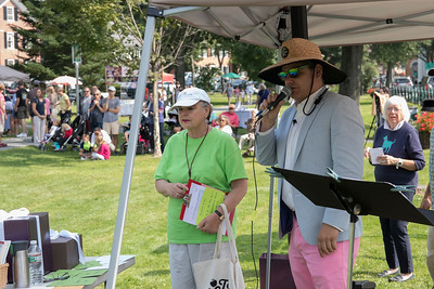 02-Event_organizer_Peggy_Fraser_and_emcee_David_Bloch_opening_the_parade