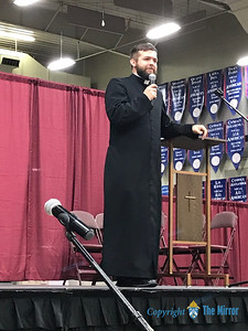 Fr. Joe Kelly answered questions that attendees had about the Church during the 25th Annual DYC. Fr. Kelly is associate pastor of Our Lady of the Lake Parish, Branson, and Our Lady of the Ozarks, Forsyth. (Photo by Margie Black/The Mirror).