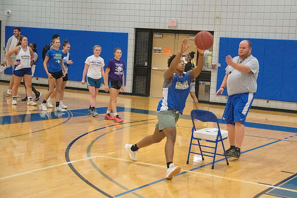 James Neiss/staff photographer <br /> Sanborn, NY - Niagara County Community College women's basketball coach Nate Butel works with player Kenetria Redfern and the rest of the team during practice.