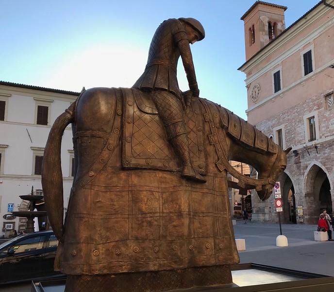 Norberto sculpture of St. Francis in Spello's main square