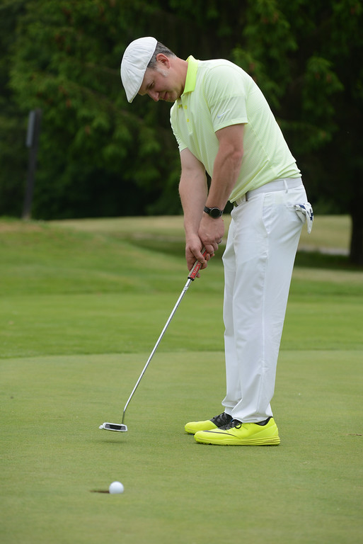 . Tania Barricklo-Daily Freeman    Nick Baker on the putting green.