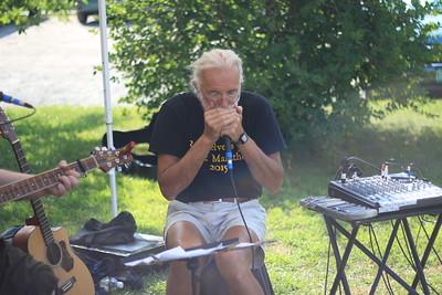 Howard Roscoe plays harmonica