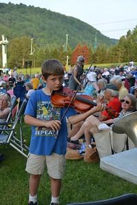 DSC_4960_Finn Vergo, of Hanover, NH, playing the violin