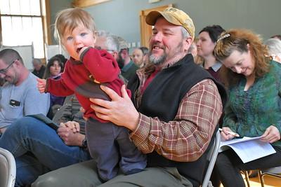 DSC_7795_Ruari Edmunds, 8 months, with his dad Dean