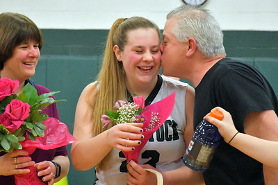 DSC_5019 emma walker gets a kiss from her dad clarence