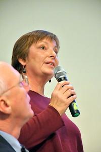DSC_7281 Jill Davies,,,talks town  budget