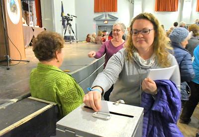 DSC_7414 brittney koetsier,,,voting on town budget