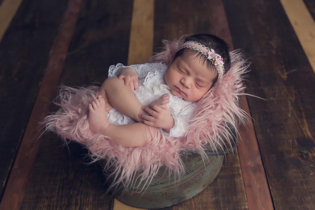 Reanezmae Newborn Session