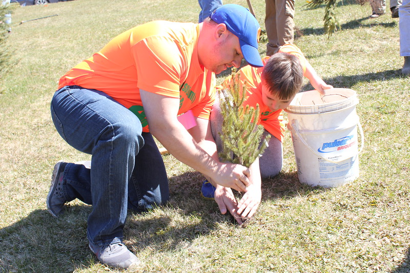 Charles Pritchard - Oneida Daily Dispatch Ian Farwell, left, and Alexander Farwell of Madison County 4H Club for Earth Day on Sunday, April 22, 2018.
