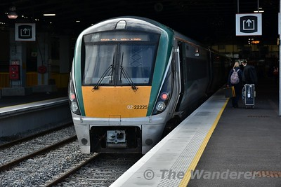 22025 stands at Limerick after arriving with the 1530 from Heuston. Thurs 09.08.18