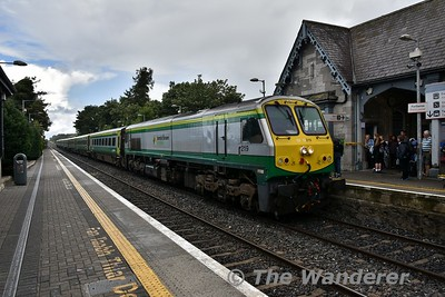 219 arrives into Portlaoise with the 1300 Heuston - Cork. Thurs 16.08.18
