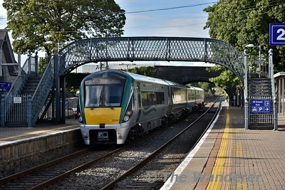 22040 departs from Thurles with the 1725 Cork - Heuston. Thurs 09.08.18
