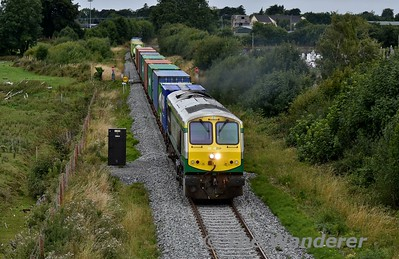 A few minutes after 223 passed we see 234 powering out of Tullamore with the 0815 Ballina - North Wall IWT Liner with 32 TEU's out of the 36 available occupied. Tues 14.08.18