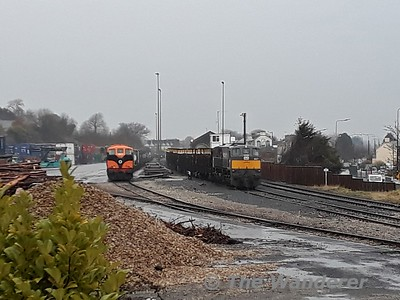 071 and 087 stabled at Ballina Freight Yard with the IWT and Timber trains. Sat 10.02.18