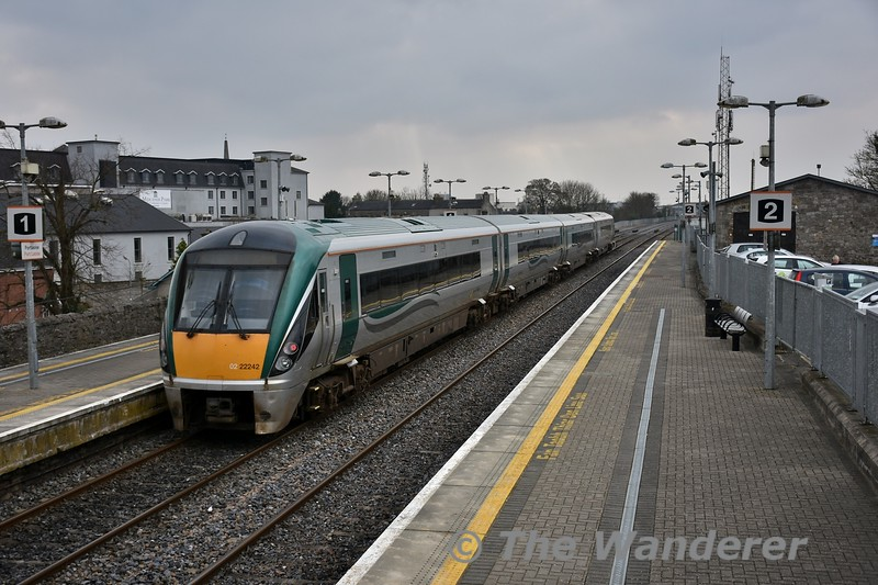 22042 departs from Portlaoise after arriving with the 1320 Commuter service from Heuston. It is heading to Laois Traincare Depot for a driver change and will form the 1513 Laois Depot - Portlaoise Ety. and 1525 Portlaoise - Heuston. Fri 23.02.18