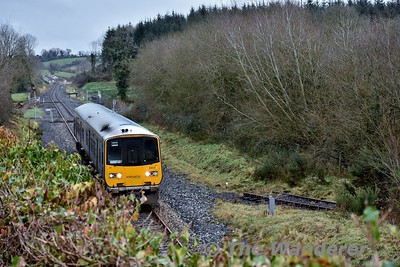 2803 + 2804 pass the site of Kilmastulla Siding with the 1005 Ballybrophy - Limerick. The siding, the remains of which can be seen on the right served a quarry loading terminal for the Shale trains to Limerick Cement Factory. This traffic ceased in 2008. Sat 13.01.18