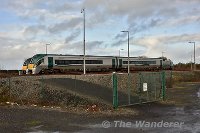 Vehicles 22302 + 22402 at Laois Depot during the reformation back to the original consist of 22302 + 22402 + 22202. Mon 15.01.18
