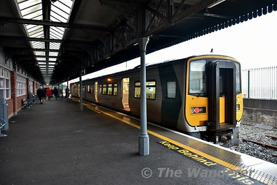 2615 + 2606 stand at Cobh waiting to form the 1530 to Cork. Tues 02.01.18