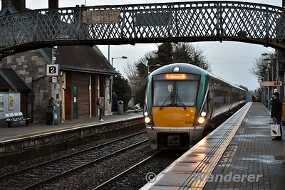 22022 arrives into Portlaoise with the 1530 Heuston - Limerick. Wed 03.01.18