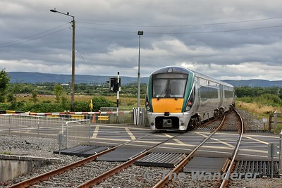 22032 departs from Farranfore with the 1215 Cork - Tralee. Sun 15.07.18