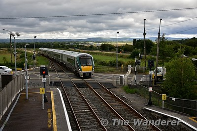 22039 arrives into Farranfore with the 1345 Tralee - Heuston. Sun 15.07.18