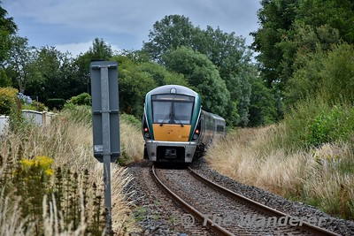 22015 approaches the old Minish Level Crossing with the 1150 Tralee - Heuston. Sun 15.07.18