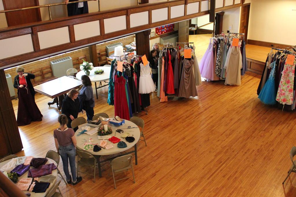 . Charles Pritchard - Oneida Daily Dispatch The First Presbyterian Church in Oneida held its annual Prom Dress Giveaway on Saturday, Feb. 10, 2018.