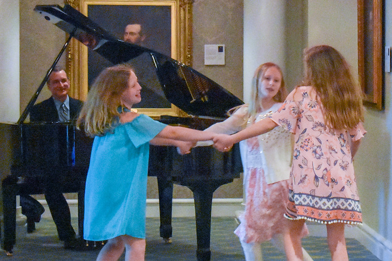 Children and pianist in the lobby