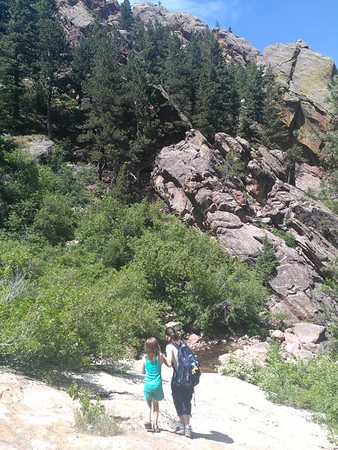 Beth Schaeffer (right, 2018 RESESS intern) on a hike up Bear Canyon trail during a weekend visit with her daughter (left). June 10, 2018. (Photo: Jordan Wachholtz).