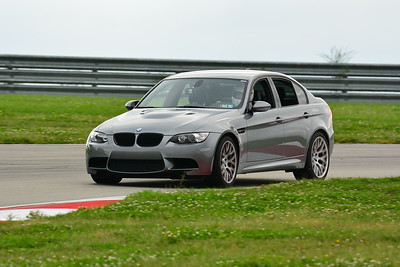 2018 SCCA TNIA Pitt Race Knoi Novice BMW-10